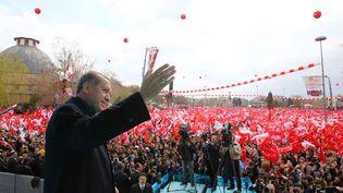 Recep Tayyip Erdogan, lors d'un meeting, à Konya (Turquie), le 14 avril 2017. (KAYHAN OZER / ANADOLU AGENCY / AFP)