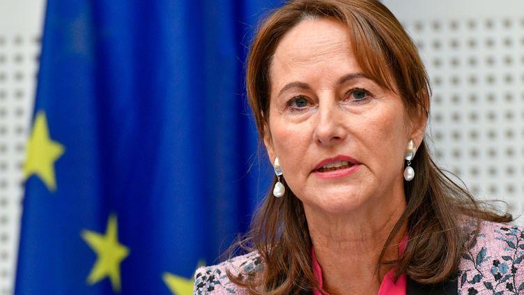 La ministre française Ségolène Royal auditionnée par la commission d'enquête EMIS sur les émissions polluantes du Parlement européen (European Union 2016 - Source : EP)