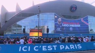 Lessupporters en folie depuis l'arrivée de Lionel Messi au PSG. (CAPTURE ECRAN FRANCE 2)