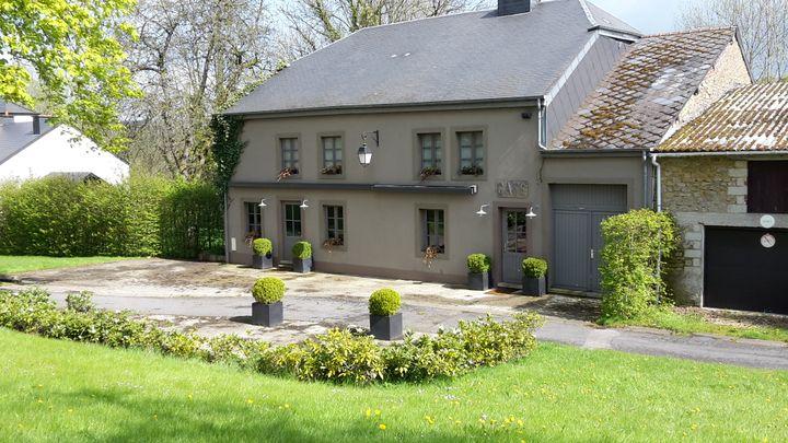 """Le café-restaurant """"Chez Odette"""" de Williers, qui fait partie des lots mis aux enchères. (VINCENT MATALON / FRANCETV INFO)"""