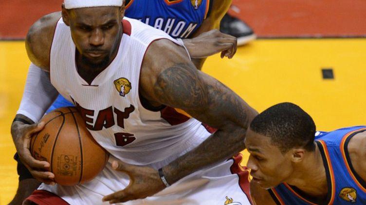 LeBron James la tête basse avec Miami
