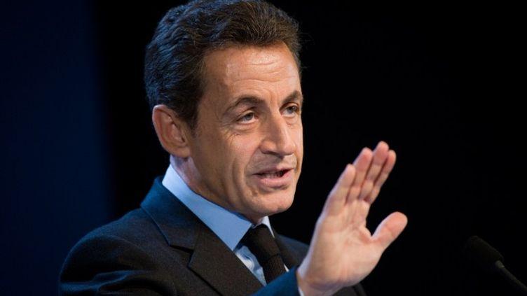 Nicolas Sarkozy lors d'un discours à l'usine d'enrichissement d'uranium d'Areva à Pierrelatte (Drôme), le 25 novembre 2011. (LIONEL BONAVENTURE / POOL /AFP)