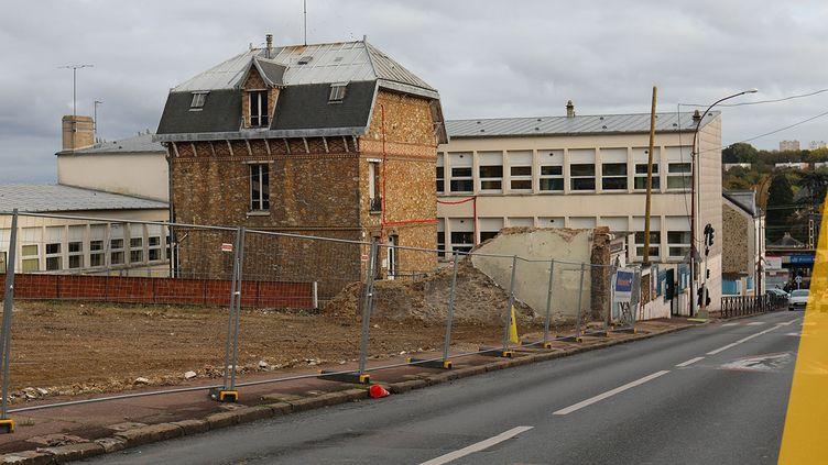 Le site de l'école élémentaire Ferdinand-Buisson en travaux à Savigny-sur-Orge (Essonne), le 14 novembre 2019. (CHARLOTTE CAUSIT / FRANCEINFO)