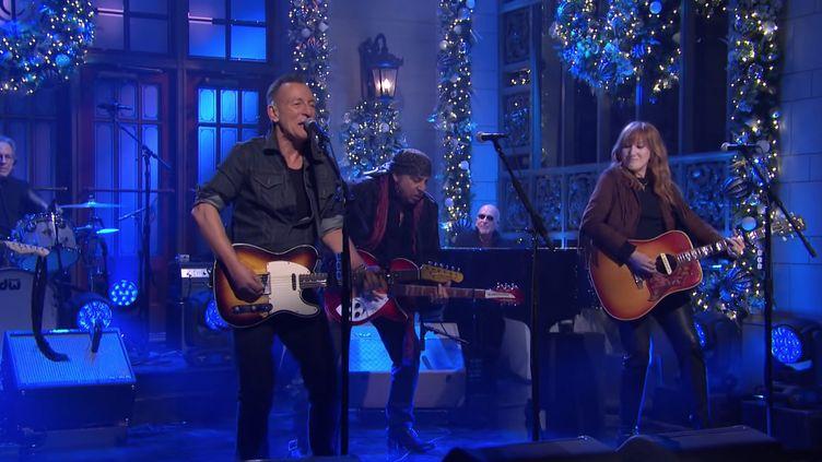 """Bruce Springsteen et son E Street Band jouent dans l'émission """"Saturday Night Live"""" de NBC, le 12 décembre 2020. (NBC - SATURDAY NIGHT LIVE)"""