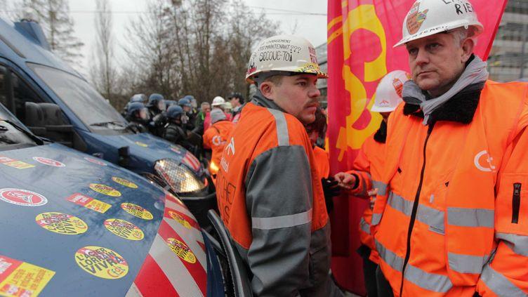 Des employés d'ArcelorMittal manifestent près du Parlement européen, le 6 février 2013, à Strasbourg. (G. VARELA / 20 MINUTES / SIPA)