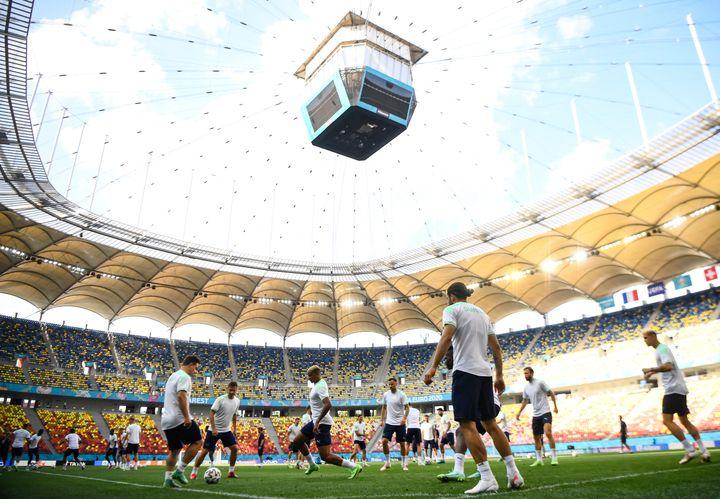 Les joueurs suisses à l'entraînement à la National Arena de Bucarest, le 27 juin (FRANCK FIFE / AFP)