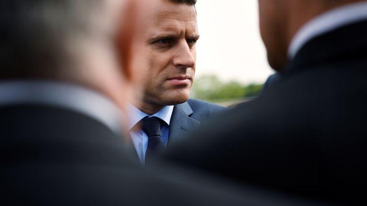 Le candidat d'En marche ! à l'élection présidentielle Emmanuel Macron le 24 avril 2017 lors d'un hommage aux victimes du génocide des Arméniens, à Paris. (LIONEL BONAVENTURE / AFP)