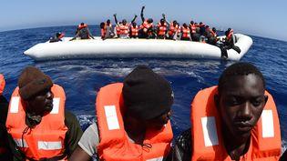 Les migrants sont plus nombreux à tenter de traverser la Méditerranée en été parce que les conditions climatiques sont plus favorables. (GABRIEL BOUYS / AFP)