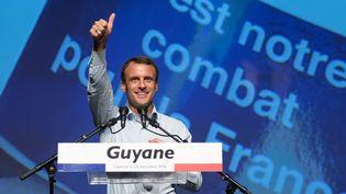 Emmanuel Macron, lors d'un déplacement de campagne en Guyane, le 20 décembre 2016. (JODY AMIET / AFP)