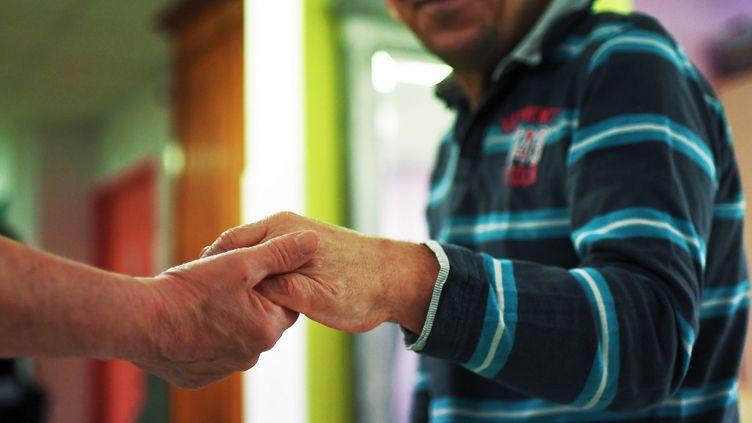 SelonAlice Steenhouwer,39% des aidants accompagnent deux personnes ou plus en même temps. (illustration) (ANNE-CHRISTINE POUJOULAT / AFP)