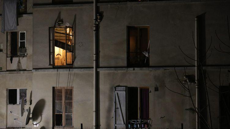 (Façade de l'immeuble à Saint-Denis, dans lequel Abdelhamid Abaaoud, Hasna Aïtboulahcen et un membre présumé des attaques de Paris, toujours non identifié, sont morts lors de l'assaut des forces de l'ordre le 18 novembre © Maxppp)