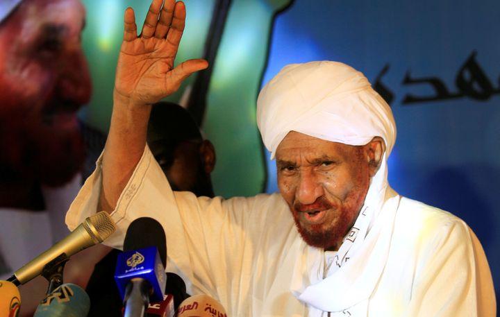 Le 19 décembre 2018, de retour d'exil, le leader de l'opposition Sadek al-Mahdi s'adresse à ses partisans. (MOHAMED NURELDIN ABDALLAH / X01806)