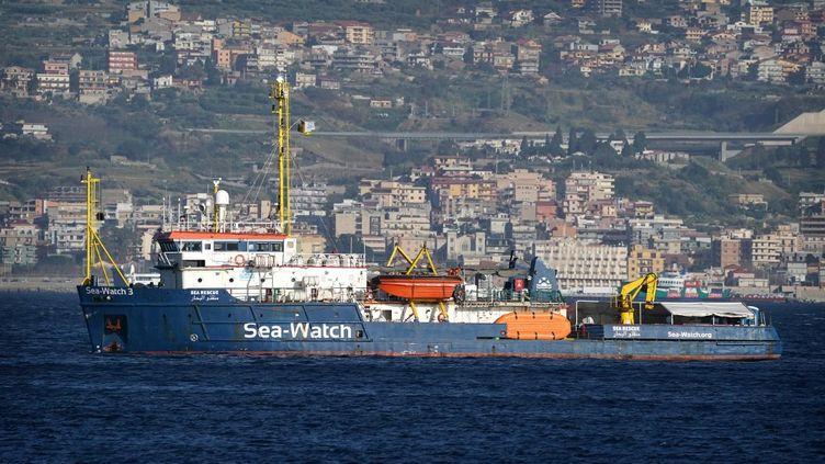 """Le navire humanitaire """"Sea-Watch 3"""", à Messine, en Italie, le 28 février 2020. (GABRIELE MARICCHIOLO / NURPHOTO)"""