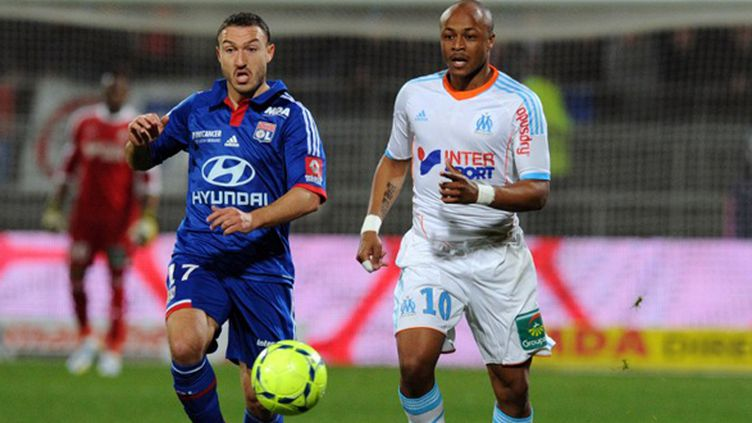 Steed Malbranque (Lyon) face à Andre Ayew (Marseille) (PHILIPPE MERLE / AFP)