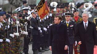 Emmanuel Macron et le roi Philippe de Belgique lors de l'arrivée du président français en Belgique, lundi 19 novembre 2018. (EMMANUEL DUNAND / AFP)