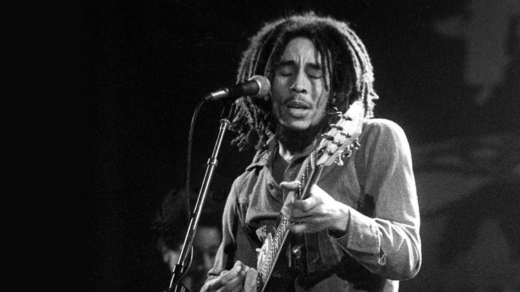 Bob Marley, icône du reggae, sur scène en 1975  (Ian Dickson / Rex / Sipa)