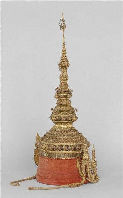 Réplique de la couronne des rois de Siam offerte à Napoléon III (Thaïlande, 19e siècle)  (RMN-Grand Palais (Château de Fontainebleau) / Gérard Blot)