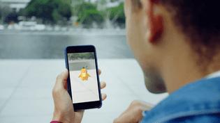 """Le jeu """"Pokémon Go"""" transpose dans le quotidien la chasse aux Pokémon qui faisait la joie de millions de joueurs à la fin des années 1990. (POKEMON GO / YOUTUBE)"""
