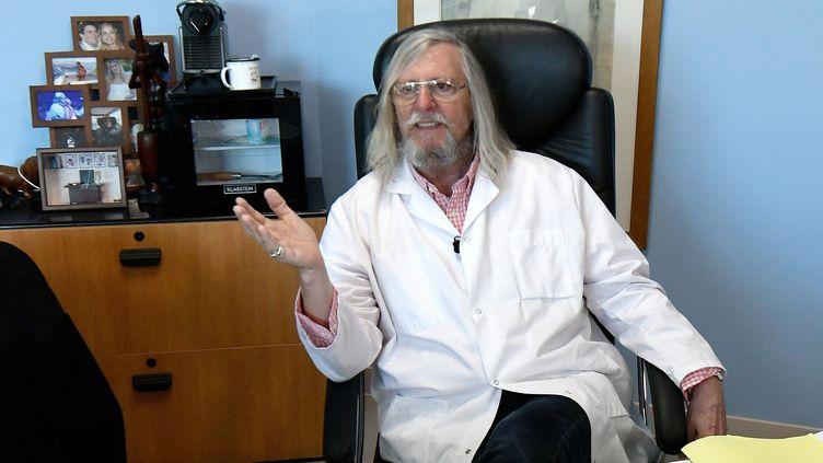 Le professeur Didier Raoult, dans son bureau de l'IHU Mediterannée Infection de Marseille, le 26 février 2020. (GERARD JULIEN / AFP)