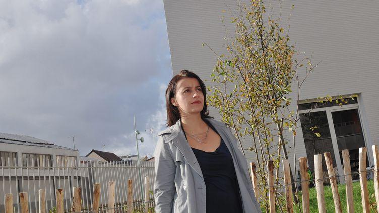 La ministre du Logement, Cécile Duflot, visite des logements sociaux, le 28 octobre 2013, à Arcueil (Val-de-Marne). (MAXPPP)