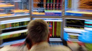 Un trader français, à Paris, en août 2011. (ERIC PIERMONT / AFP)