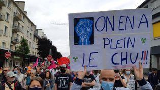 Une manifestation pour le personnel soignant à Caen, en Normandie, le 16 juin 2020. (OLIVIER DUC / FRANCE-BLEU BASSE-NORMANDIE)