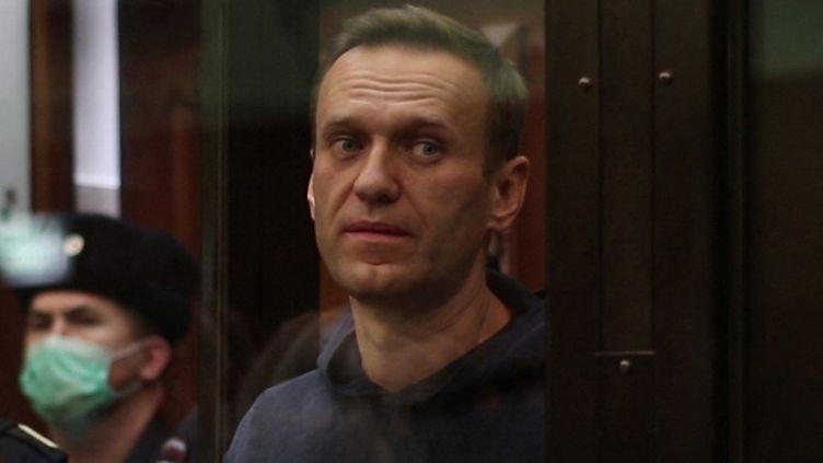 L'opposant Alexeï Navalny lors d'une audience au tribunal de Moscou, en Russie, le 2 février 2021. (MOSCOW CITY COURT / AFP)