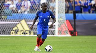 L'international français N'Golo Kanté, lors du match France-Roumanie, pendant l'Euro 2016, au Stade de France (Saint-Denis), le 10 juin 2016. (JEAN MARIE HERVIO / DPPI MEDIA / AFP)