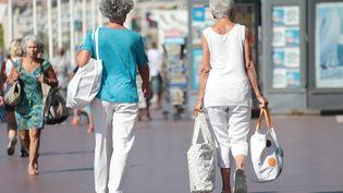L'espérance de vie en forme, sans être limité dans ses activités quotidiennes, grimpe en 2017 pour les femmes à 64,9 ans. (FRANCK FERNANDES / MAXPPP)