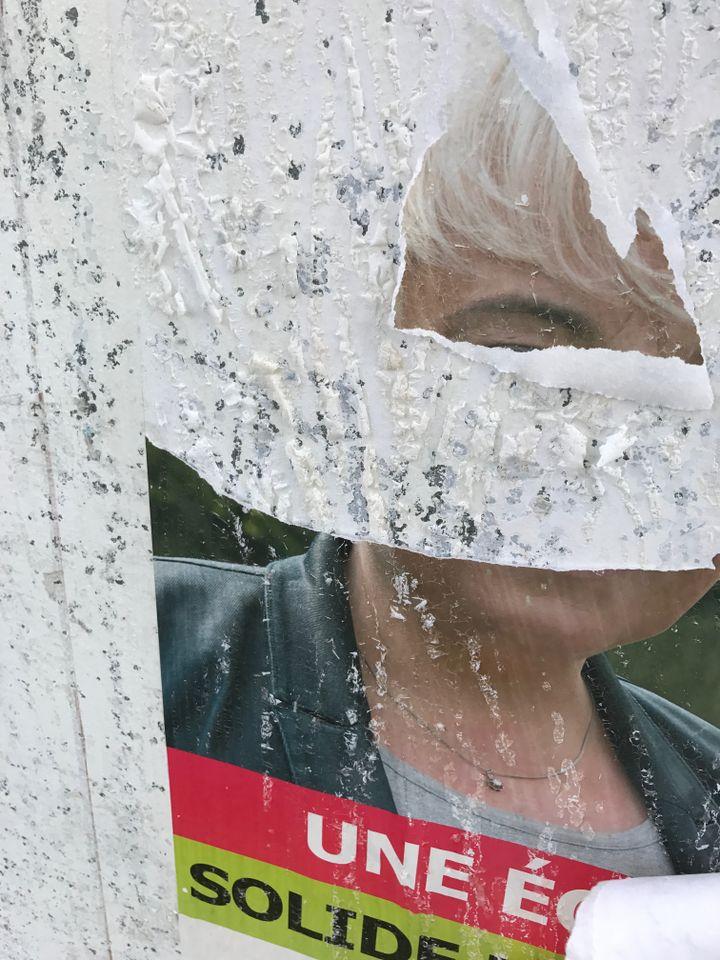 """Pascale Boistard, candidate socialiste aux élections législatives dans la Somme, a porté plainte, après avoir trouvé ses affiches de campagne """"détériorées avec de l'acide"""", une semaine avant le premier tour du 11 juin 2017. (PASCALE BOISTARD)"""