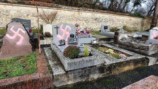 Photo du cimetière de Fontainebleau postée sur le compte Twitter deFrédéric Valletoux, le maire de la commune, lundi 28 décembre 2020. (CAPTURE D'ÉCRAN TWITTER)