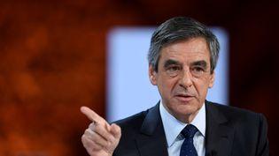 Le candidat LR à l'élection présidentielle François Fillon s'exprime sur la santé lors d'une réunion organisée par la Mutualité française le 21 février 2017 auPalais Brongniart à Paris. (LIONEL BONAVENTURE / AFP)
