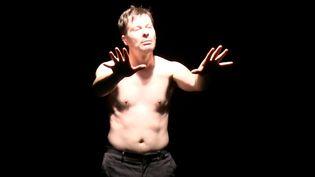 Christophe Laparra, vibrant de rage contenue, porte avec talent un texte de Thierry Illouz  (Chrystel Chabert)