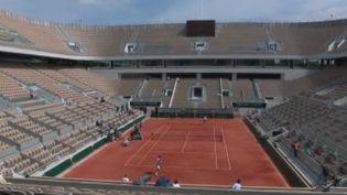 Le tournoi de tennis de Roland-Garros revient à Paris dimanche 26 mai, avec un court central flambant neuf résultat de 10 mois de travaux. (FRANCE 2)