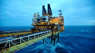 Une plateforme pétrolière en mer du Nord,au large d'Aberdeen, en Ecosse, le 24 février 2014. (ANDY BUCHANAN / AFP)