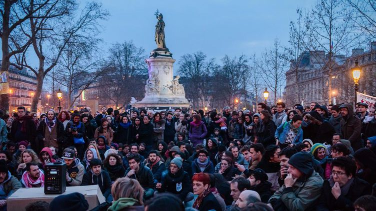 (Chaque matin depuis vendredi, plusieurs dizaines de manifestants ont été délogés par les forces de l'ordre, avant de revenir occuper la place © MaxPPP)