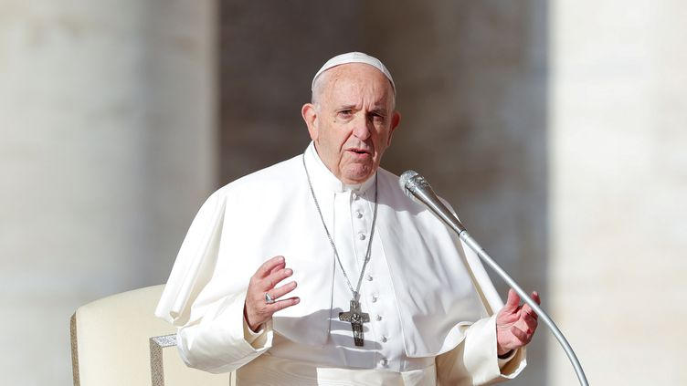Le pape Françoissur la place Saint-Pierre du Vatican, le 21 novembre 2018. (ALESSANDRO BIANCHI / REUTERS)