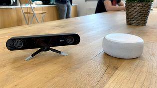 Les caméras 3D de Stereo Labs, couplées à un assistant vocal, permettent de contrôler les distances entre les personnes (Stereo Labs)