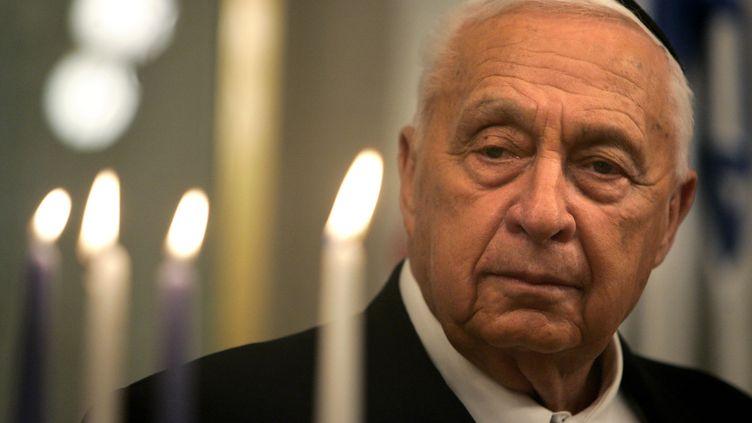 Ariel Sharon, le 27 décembre 2005, à Jérusalem (Israël). (KEVIN FRAYER / AFP)
