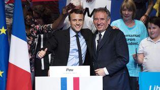 François Bayrou, à droite aux côtés d'Emmanuel macron lors d'un meeting à Pau en avril 2017, jouera-t-il un rôle auprès du président élu ? (MAXPPP)