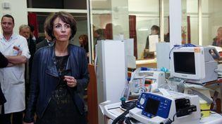 Marisol Touraine, ministre de la Santé, visite le service des urgences d'un hôpital de Boulogne-Billancourt, près de Paris, le 11 janvier 2017. (NICOLAS TAVERNIER / POOL / AFP)