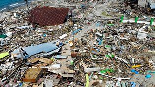 Vue sur l'île de Célèbes, en Indonésie, le 3 octobre 2018, après le séisme et le tsunami du 28 septembre 2018 qui a dévasté l'île. (JEWEL SAMAD / AFP)