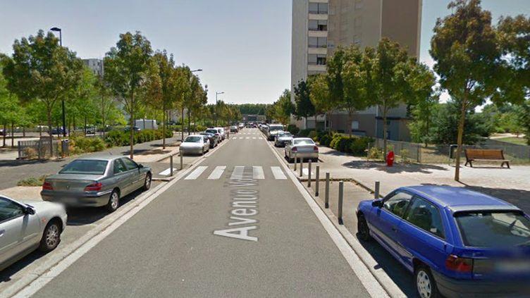 L'Avenue Voltaire, àVaulx-en-Velin (Rhône), où un enfant de cinq ans a été gravement blessé après un accident avec une moto, le 24 juin 2020. (GOOGLE STREET VIEW)