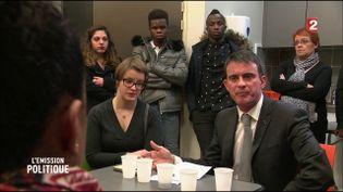 Manuel Valls rencontre des résidents d'un foyer de jeunes travailleurs (CAPTURE ECRAN FRANCE 2)