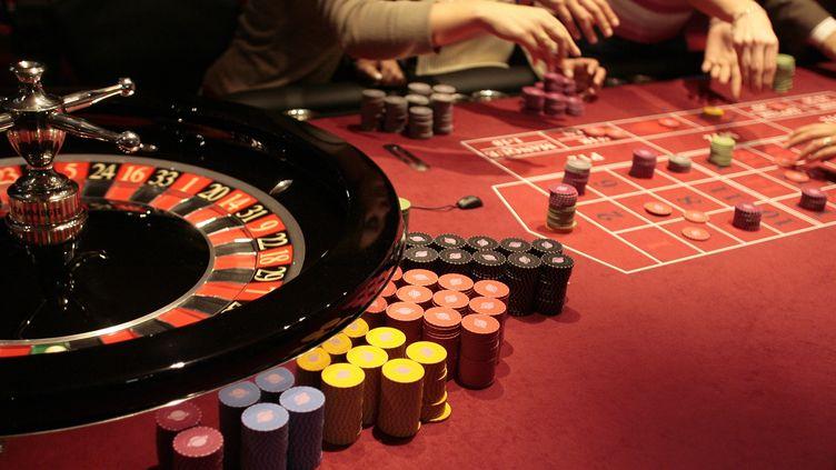 Entre le 1er novembre 2011 et le 31 octobre 2012, les casinos français ont enregistré une baisse de 1,8% du produit brut des jeux. (PASCAL PAVANI / AFP)