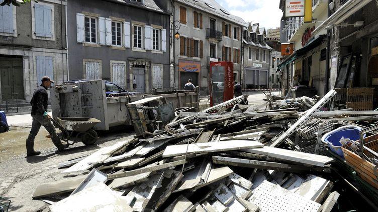 Juillet 2013, un mois après les forets crues de la Garonne sur le village de Saint-Beat (Haute-Garonne) ( MAXPPP)