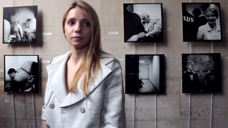 La fille de Ioulia Timochenko,Evguenia, le 15 juin 2012, à la mairie du 6e arrondissement de Paris. (JACQUES DEMARTHON / AFP)