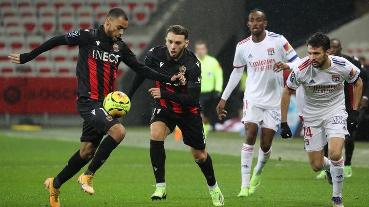 Nice et Lyon s'affrontent à l'occasion de cette 16e journée de Ligue 1 (VALERY HACHE / AFP)