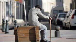 La solitude rend les personnes âgées particulièrement vulnérables aux escroqueries et aux vols (illustration). (MAXPPP)