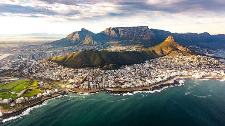 La ville du Cap en Afrique du Sud a été bâtie au pied de la Montagne de la Table et s'étend jusqu'au cap de Bonne espérance. (NOVARC IMAGES / MAURITIUS IMAGES)